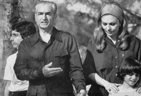 Irantimeline1979shahfleesarticlelar